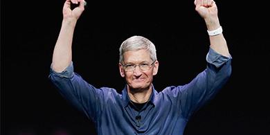 Por el buen año, Apple premió a Tim Cook con un gran aumento