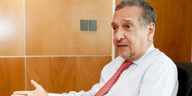 Lino Bara�ao continuar� como Ministro durante el gobierno de Macri