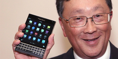 BlackBerry lanza en Colombia Passport, su smartphone cuadrado