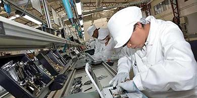 Bolivia inaugura su primera planta estatal de ensamblado de PC