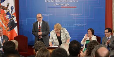 Bachelet firmó el Proyecto de Ley que crea el Ministerio de Ciencia y Tecnología