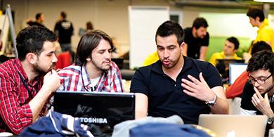 Codo a Codo, el programa para capacitar y dar trabajo en software a 5.000 porteños