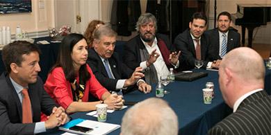 Argentina llega a EE.UU. en busca de inversiones en telecomunicaciones