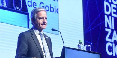 Ibarra anunció en CLT un proceso de asignación de espectro para servicios móviles