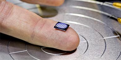 Cómo es la computadora más pequeña del mundo que presentará IBM en Think 2018