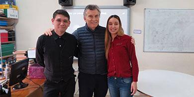 Macri visitó a Daniel Simons, el joven emprendedor de videojuegos del Barrio Illia