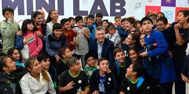 Macri en el Polo TIC Mendoza, visitó el centro de innovación IxD