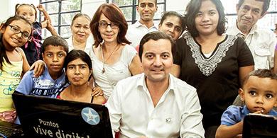 El MinTIC entregó casi 10.000 equipos en Bogotá y Santander