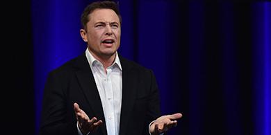 Elon Musk renunció a la presidencia de Tesla tras acordar con la SEC