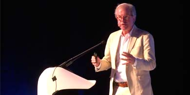 Negroponte le puso un 9,9 a Uruguay por su plan de educación 1a1
