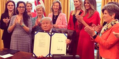 Trump propone dos leyes para impulsar a las mujeres en ciencia y tecnología