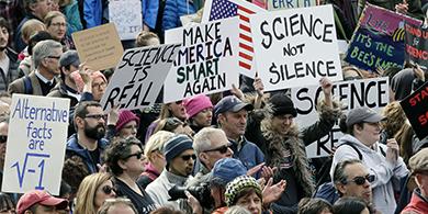 Miles de científicos marcharon contra las políticas de Trump